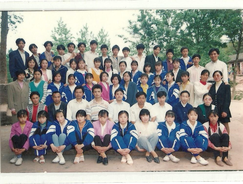 [图文]马鞍石小学1993年初中学生毕业合影图片